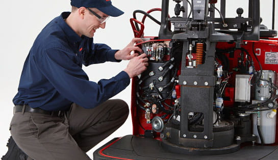 Forklift Repair And Maintenance - Forklift mechanic